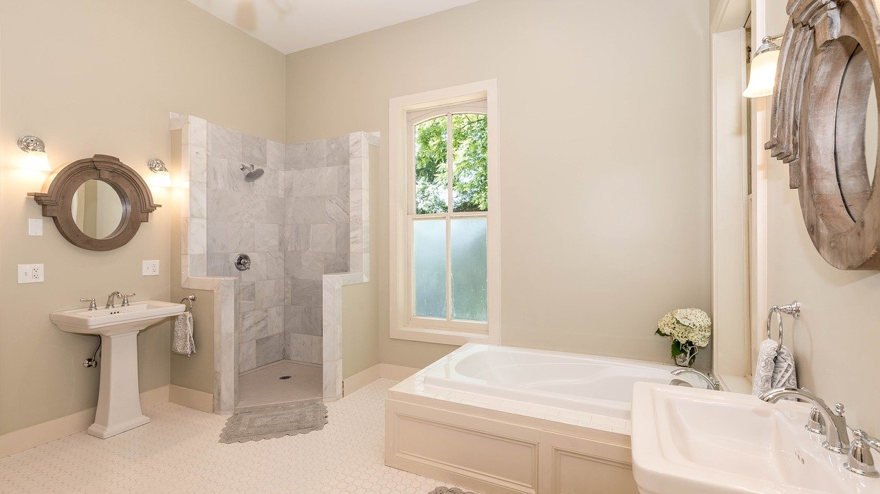 Nowoczesna łazienka- drewno, kamień i powrót do natury